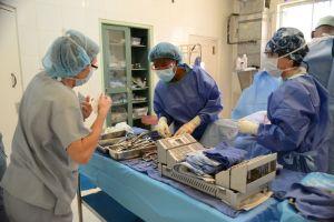 IOP volunteers working with the Haitian doctors and nurses.
